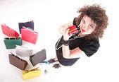 Härlig kvinna med kassar och påsar — Stockfoto