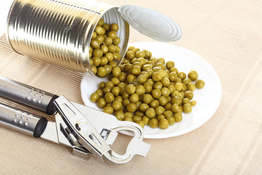Tin opener opening a can of food canned, tinned peas — Stock Photo #9287332