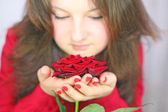 Girl holds a rose — Stock Photo