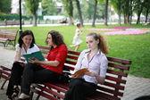 Lärande i parken — Stockfoto