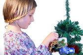 Söt flicka klänningar fir jul leksaker — Stockfoto
