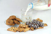 Pour the milk to the cookies — Stock Photo
