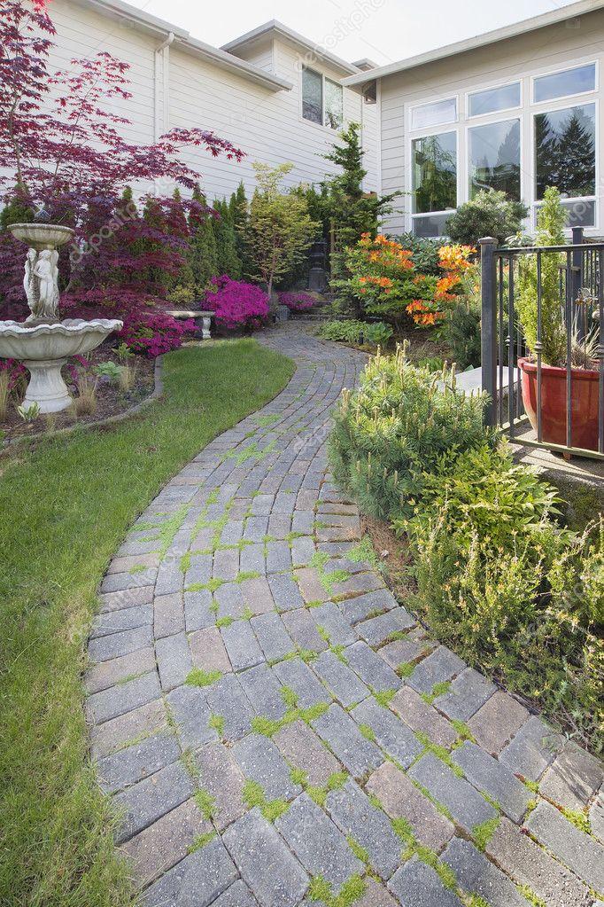 pedra cimento jardim : pedra cimento jardim:Caminho do paver de pedra de cimento jardim vertical — Fotografias