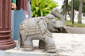 Stone carving ostindischen elefant — Stockfoto