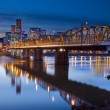 Hawthorne Bridge Over Willamette River — Foto de Stock
