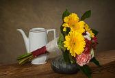 Ramo de flores en jarrón — Foto de Stock