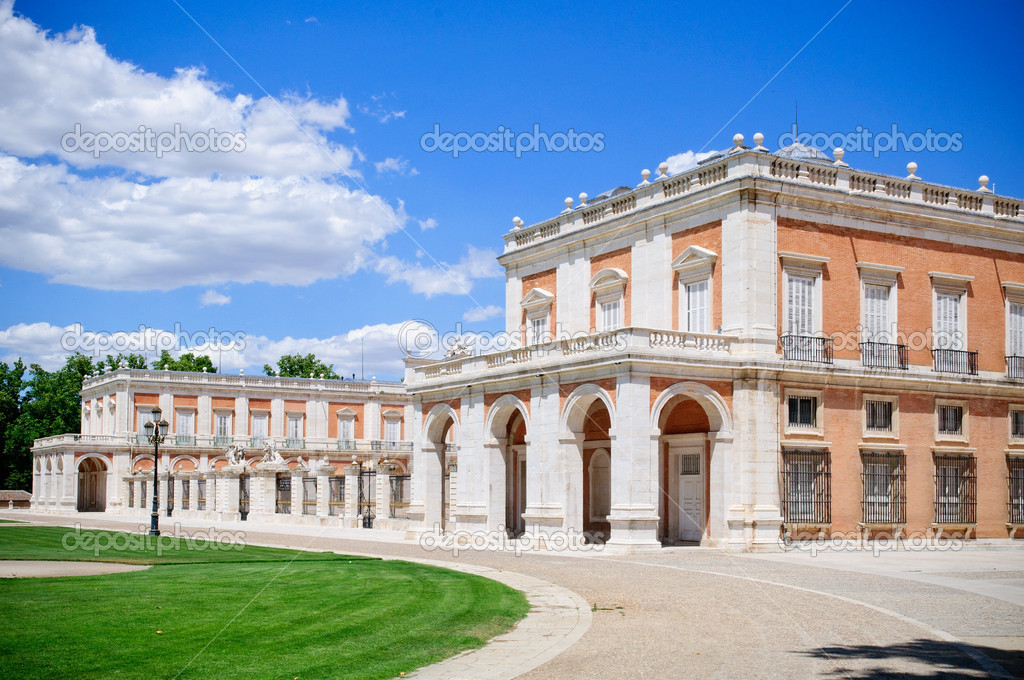 The Royal Palace of Aranjuez (Spanish: Palacio Real de Aranjuez) is a residence of the King of Spain. — Stock Photo #9202514