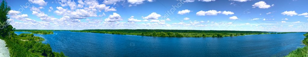 Panoramic shot of river on a sunny day — Stock Photo #9418721