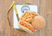 Weighing scales bad diet — Stock Photo