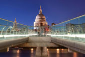St Pauls and River Thames — 图库照片