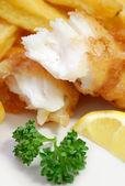 рыба и чипсы — Стоковое фото