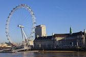 London Eye and County Hall — Stock Photo