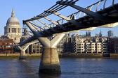 St. Paul's and the Millennium Bridge — Foto de Stock