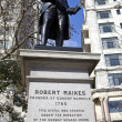 Robert raikes staty i london — Stockfoto