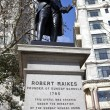 Robert raikes staty i london — Stockfoto #9415416