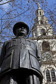 Bomber Harris Statue and St Clement Danes Church — Stock Photo