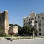 Central baku azerbaijan with maidens tower landmark — Stock Photo