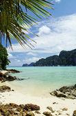 Tropical island beach in thailand — Stock Photo