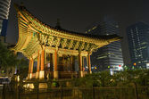 Temple in central seoul south korea at night — Stock Photo