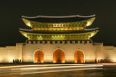 Gwanghwamun gate of Gyeongbokgung palace in seoul south korea at night — Stock Photo