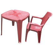 Red plastic table and chair isolated — Stock Photo