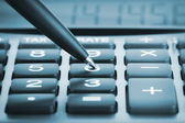 Calculator met pen — Stockfoto