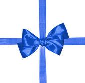 Niebieską wstążką i łuk na białym tle — Zdjęcie stockowe