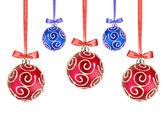 Palle di natale rosse e blu, con archi su sfondo bianco — Foto Stock