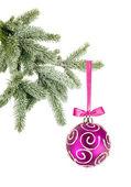 Vánoční koule na stromeček izolovaných na bílém pozadí — Stock fotografie