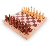 白い背景の上のチェス ボード上のチェス — ストック写真