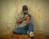 Cattivo ragazzo - addict con una siringa utilizzando farmaci — Foto Stock