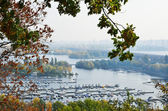 Comfortable piers and green islands of Dniper in Kyiv. — Stock Photo