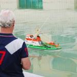 ������, ������: Man controlling a boat model