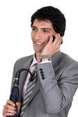 Un uomo d'affari lucido parlando sul suo cellulare — Foto Stock