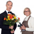 Man getting flowers from florist — Stock Photo