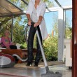 Help the elderly clean — Stockfoto