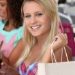 Two girls enjoying shopping trip - Stockfoto