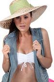 студия выстрел женщины одеты для пляжа — Стоковое фото