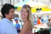 Couple shopping at market — Stock Photo