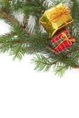 Presentes de Natal em uma árvore — Fotografia Stock