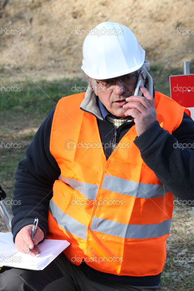 Tradesman talking on his mobile phone — Stock Photo #10121960
