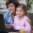 Young girl spending time with grandma — Foto Stock