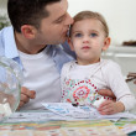 Man kissing his daughter — Stock Photo