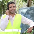 Man using a cellphone at a vehicle breakdown — Stok fotoğraf