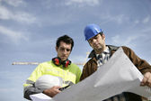 Foreman and colleague at construction site — Stock Photo