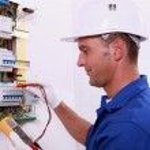 Electrician measuring voltage — Stock Photo