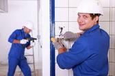 Trabajo dos electricistas — Foto de Stock