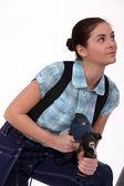 Marzycielski tradeswoman gospodarstwa elektronarzędzia — Zdjęcie stockowe