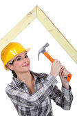 Woman building truss — Stock Photo