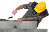 Mason building a bricks wall — Stock Photo